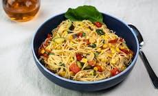 Engelshaar Pasta Mit Gemüse Und Basilikum