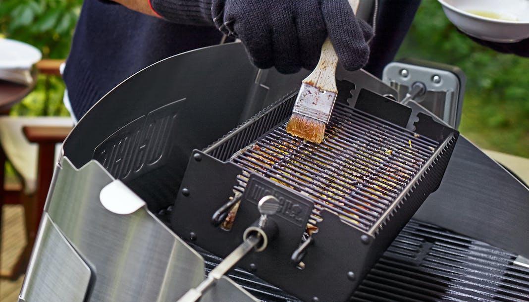 Weber Elektrogrill Reinigen : Grillrost aus gusseisen oder edelstahl: welcher rost ist besser?