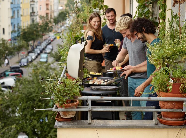 Mit Elektrogrill Auf Dem Balkon Grillen : Grillen mit elektrogrill: entspannter grillspaß für balkon und wohnung