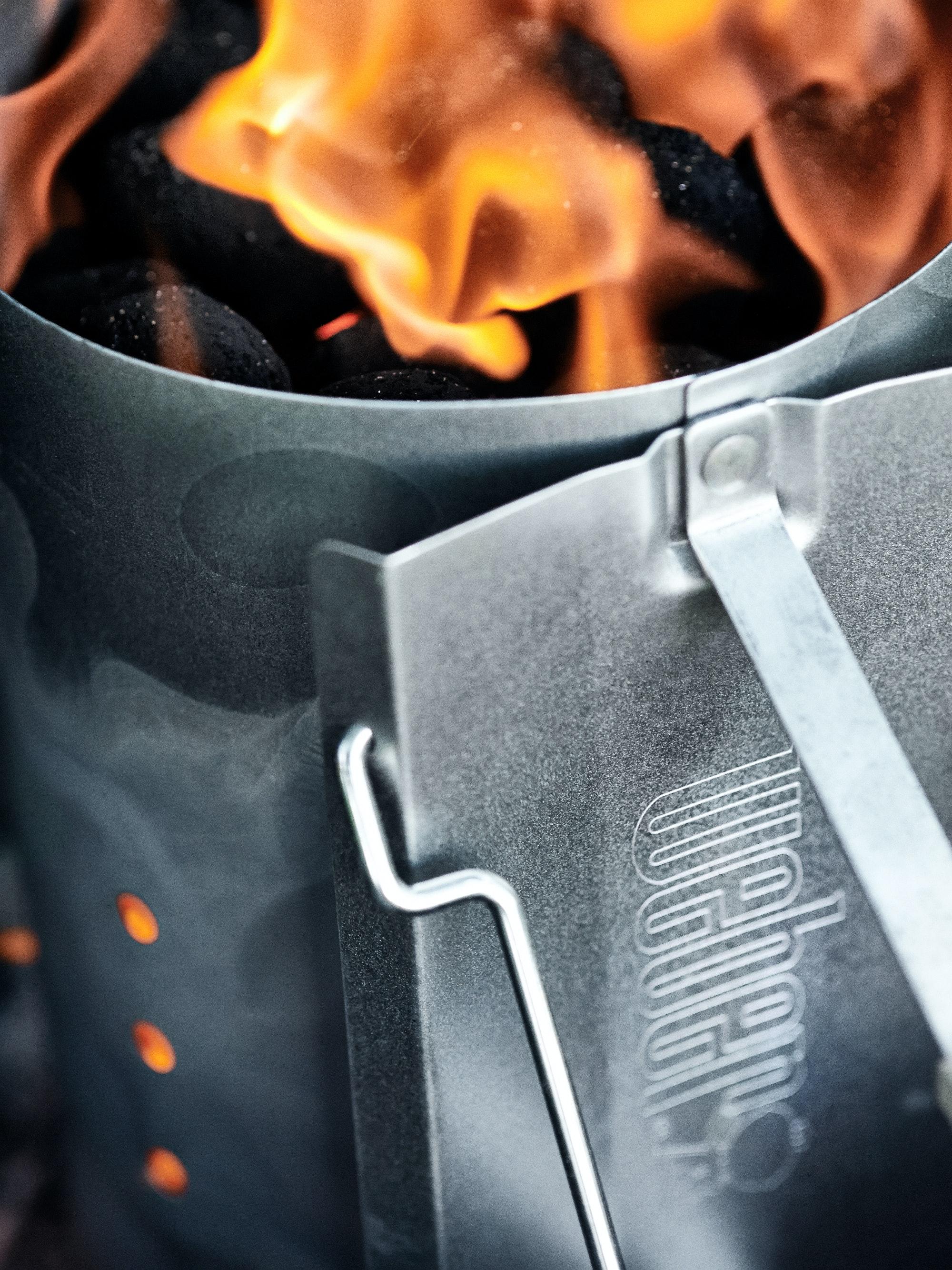 Grill Anzunden Mit Kamin Grill Anzunden Kohle Und Briketts Zum Gluhen Bringen