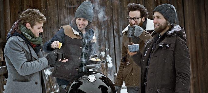 Weber Winter Smoker Sideshot 0417 Laenger Cmyk Web
