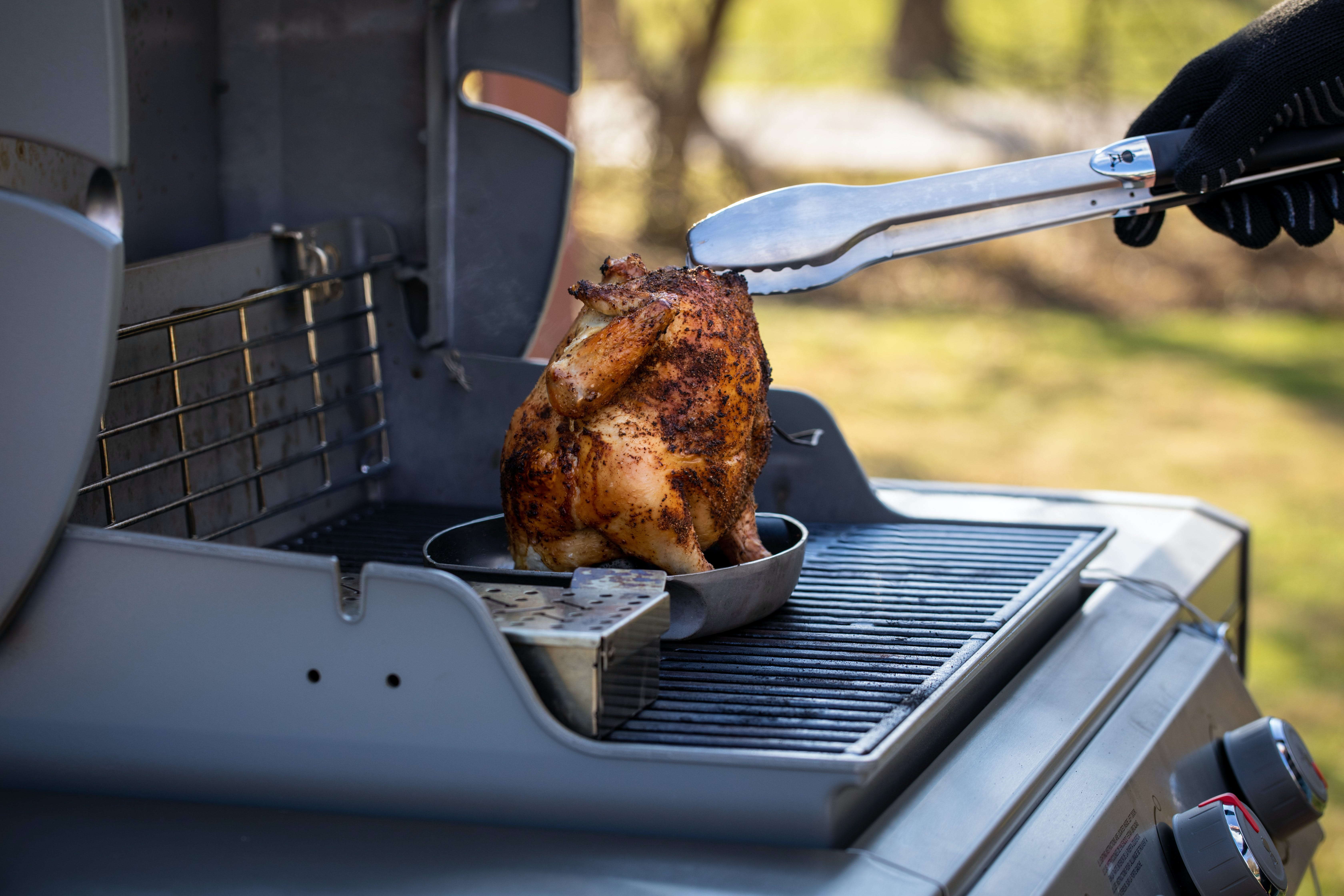 2019 01 Week 4 Smoking Lang Smoked Beer Can Chicken Photo Tongs Chicken On Poultry Roaster I Grill3 On Genesis Ii 6