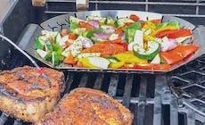 Kotelett Mit Bacon Kartoffel Spießen Und Grillgemüse