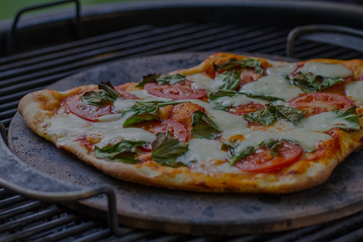 Weber Elektrogrill Lachs : Grillrezepte für pizza und brot weber grill original