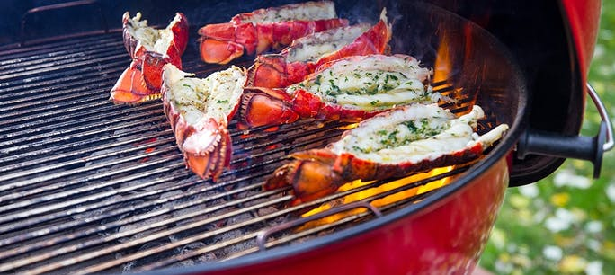5A2996F1076Fe  Grilled  Lobster  Tails  Red  Kettle 1000