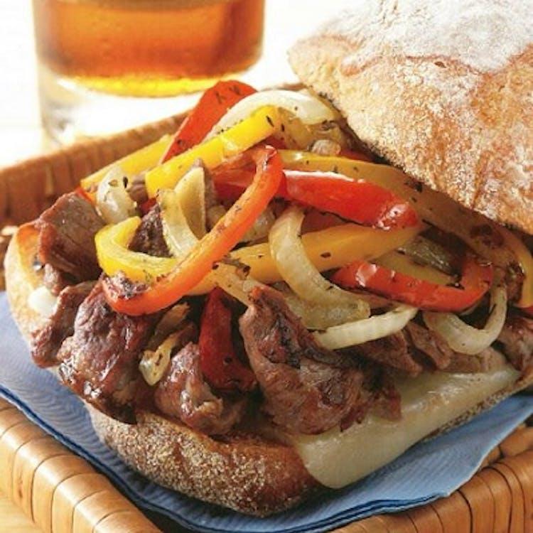Philly-Style Steak Sandwich | Rezept des Monats | Weber Rezepte