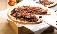 Pizza Carpaccio Au Boeuf Épicé Haricots Rouges Tomates Barbecues Weber Bd