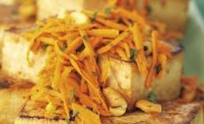 Zitronen Ingwer Tofu Steaks Mit Karotten Und Cashew Salat