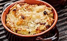 Mezze Maniche Nel Coccio Con Cavolfiore Pinoli E Uvetta Al Rhum Gratinate Al Parmigiano 30 Mesi
