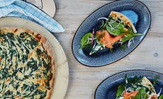 Pizza Med Rokt Lax Och Spenatcreme