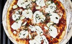 Pizzaa Kaasugrillissa