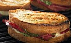 Sandwich De Pastrami De Ternera Con Pesto