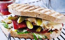 Sandwich Med Bresaola  Parmesan Och Cornichoner