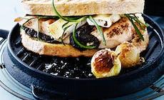 Sandwich Med Kyllingebryst  Oliventapenade Og Brie