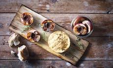 Setrisavustettu Camembert Pippuristen Pikkeloityjen Nektariinien Kera