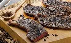 Steaks Au Cafe Et Grains De Poivre Concasses